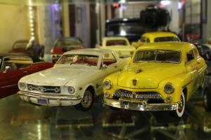 1:18 Scale models of 1964 Ford Mustang and 1949 Mercury Coupe